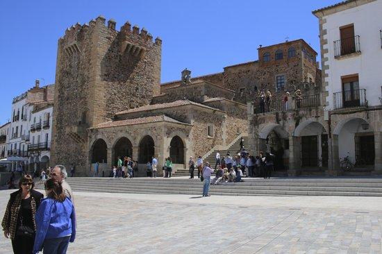 Old Town of Cáceres: Entrada a la ciudad monumental
