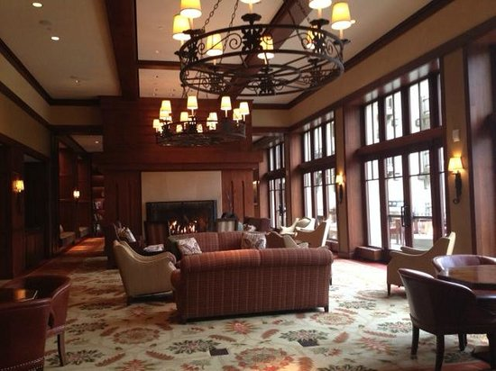 Four Seasons Resort and Residences Vail: Fireside Lounge and Deck