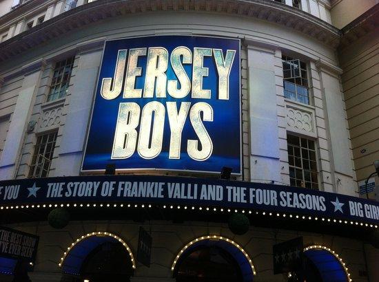 Jersey Boys London : outside