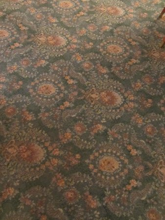 Radisson Blu Sobieski Hotel Warsaw: Thin warn room carpet
