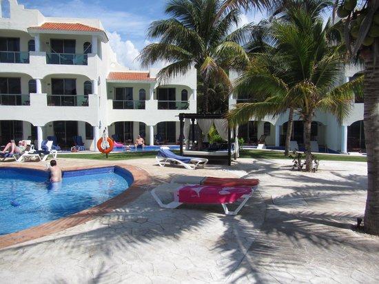 El Dorado Royale, by Karisma: Day Beds by Health Bar Pool