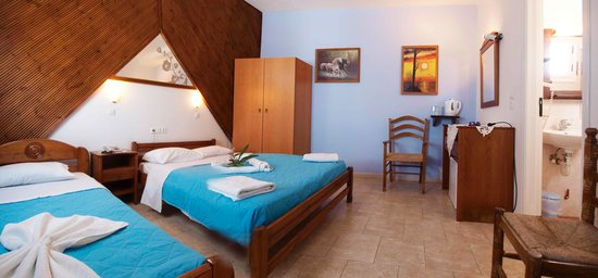 Skala Hotel: triple room