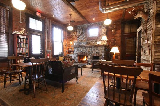 Triple Creek Lodge: Fireplace in Common Area