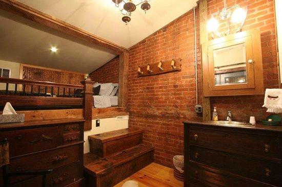 Triple Creek Lodge: Penns Creek Room - Lofted Queen Bed