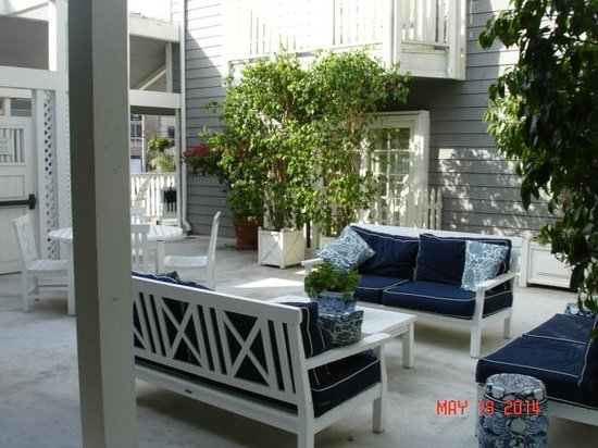 Inn at Playa Del Rey: Common Area Court Yard