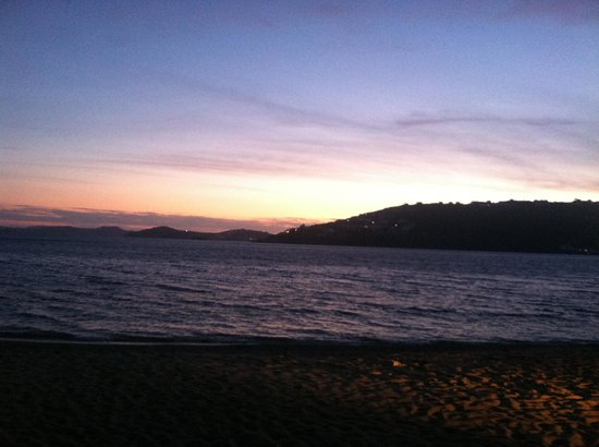 Agia Anna - Paraga Studios: Sunset views from the beach