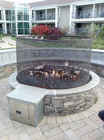 Hyannis Harbor Hotel: Fire pit