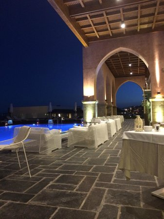 Boutique 5 Hotel & Spa: Beautiful in the evening