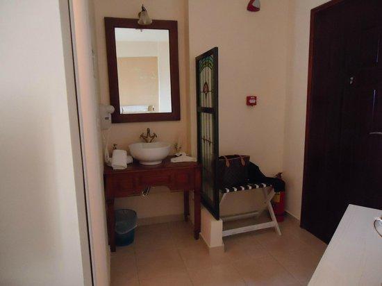 Porto Mani Suites: Δωμάτιο 215.
