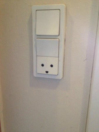 Hotel Nebo : Outlets are happy in Copenhagen. Flip the switch if it's not working!