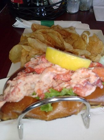 Lookout Tavern: Lobster roll