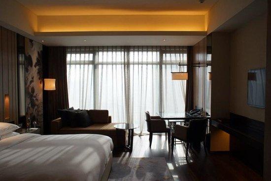 Grand Hyatt Shenyang: The room very spacious