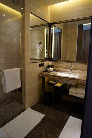 Grand Hyatt Shenyang: Beautiful bathroom