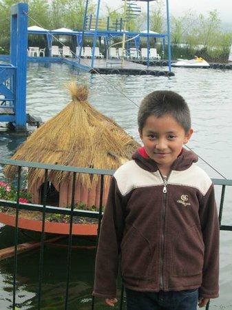 Hosteria Cabanas del Lago: MI HIJO OSCAR ANDRES
