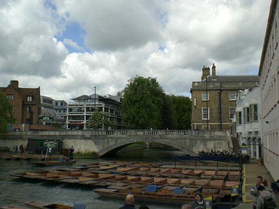 Scudamore's Punting Company: Another Bridge over River Cam