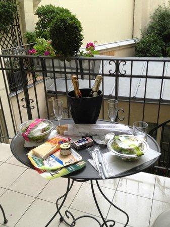 Hotel Arioso: sacada , janta depois de um dia caminhando