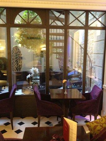 Hotel Arioso: jardim interno