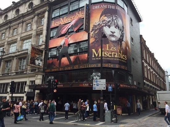 Les Miserables London: Queen's Theatre