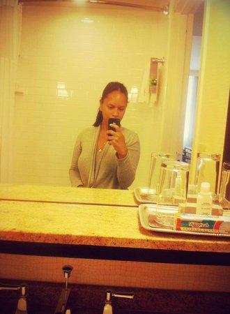 Renaissance New Orleans Arts Warehouse District Hotel : Selfie in room bathroom