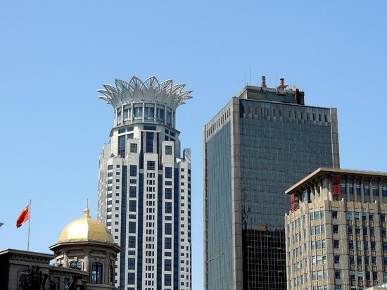 "The Westin Bund Center Shanghai : The Westin Bund Center has the ""pineapple crown"" at the top"