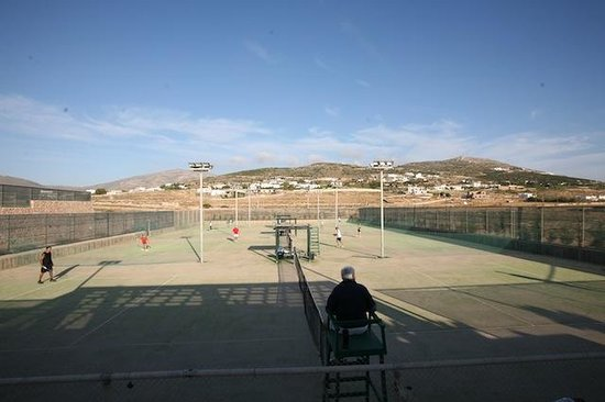 Paros Tennis Club: Tennis Courts balcony view