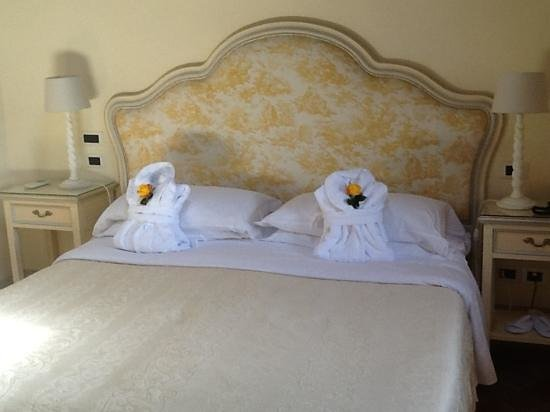 Villa di Piazzano : The bed on arrival.