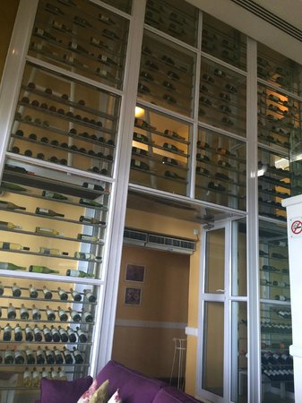 6 Degrees South Grill and Wine Bar: Impressive wine collection