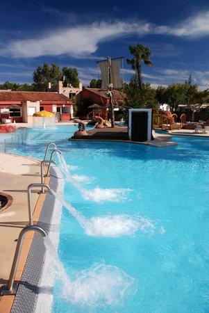 Camping les Palmiers : vista delle piscine