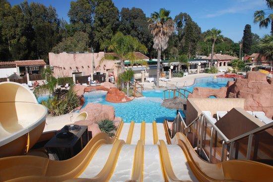 gli scivoli delle piscine photo de camping les palmiers hy res tripadvisor. Black Bedroom Furniture Sets. Home Design Ideas