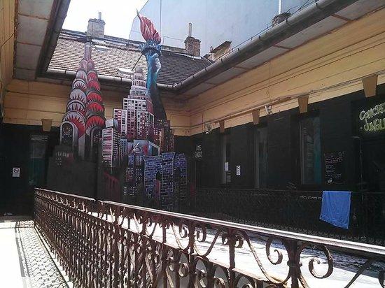 Retox Party Hostel : Balcony
