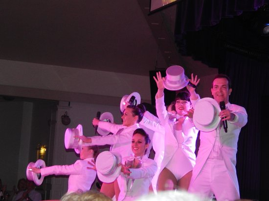 Warner Leisure Hotels Gunton Hall Coastal Village: musicals night
