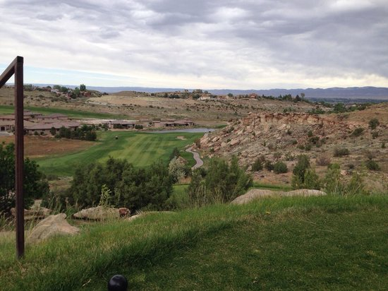 Redlands Mesa Golf Club: Lots of elevated tees