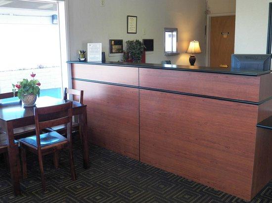 Super 8 Fort Bragg: Front Desk/Lobby