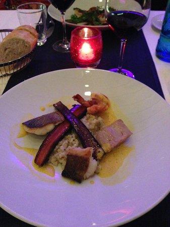 Cube Restaurant: Prato principal peixes sortidos