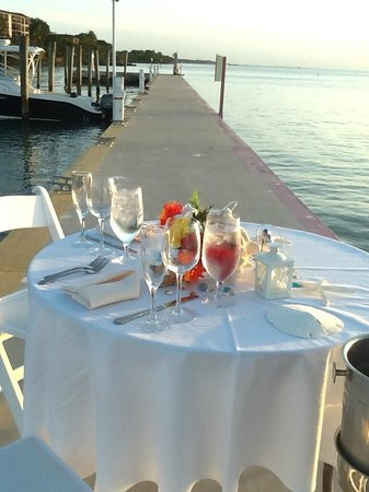 Hilton Key Largo Resort: private table on the pier