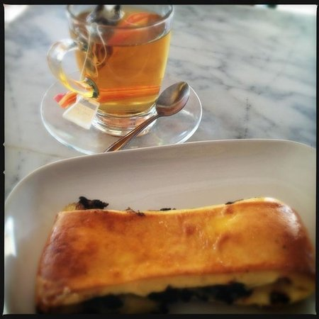 Cappuccino Bakery & Coffee House: Pavé suisse