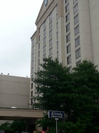 Embassy Suites by Hilton Nashville at Vanderbilt: Front of hotel