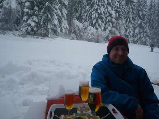 Park Hotel Folgarida: Bar on the red run leading to hotel - nice place to stop