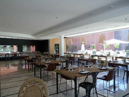 Praia Verde Boutique Hotel: la salle a manger et la terrasse