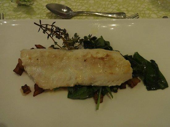 Restaurant Kornhauslturm: hervorragend zubereiteter und garnierter Zander