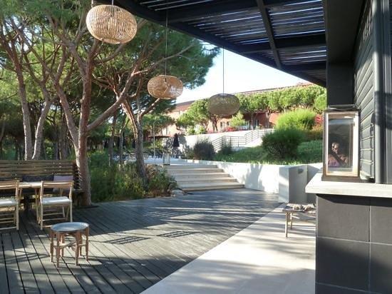 Praia Verde Boutique Hotel: bar restaurant de la pisicne