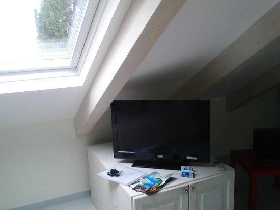 Villa Lara: la tv piatta