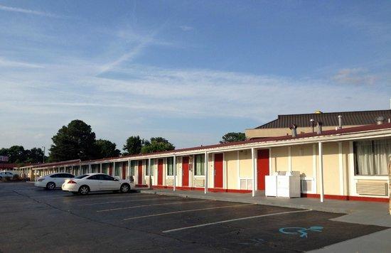 Econo Lodge : outside