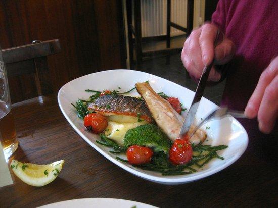 Dores Inn : Sea bass