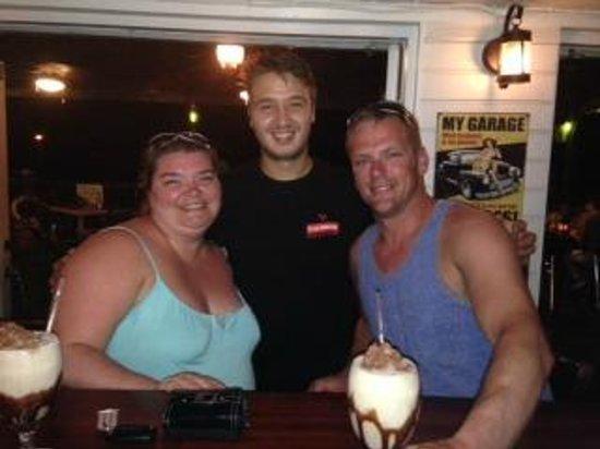 Da Fish Shack: Our bartender George - he makes the BEST mudslides!
