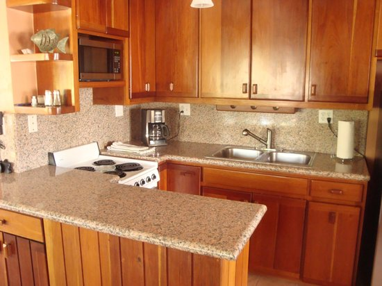 Belizean Shores Resort: Updated kitchen