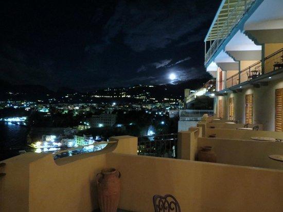 Hotel Belair: Balcones por la noche