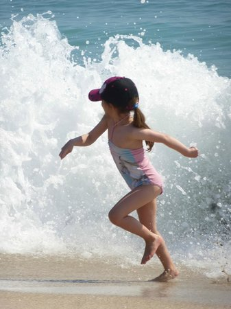 Seashell Suites Resort : waves