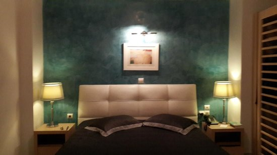 Petit Palace Suites Hotel: Dormitorio