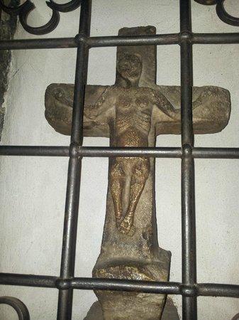 Chiesa San Giacomo: particolare crocifisso arcaico